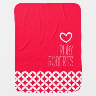 entoure la couverture blanche de bébé de coeur de couvertures pour bébé