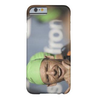 Équipez le bonnet de bain de port à la ligne de coque barely there iPhone 6