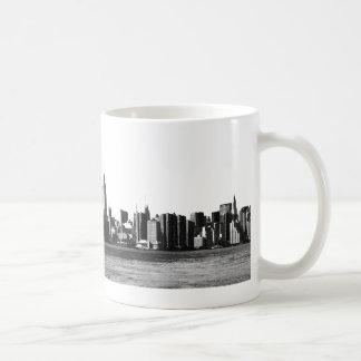 ESB d'horizon de NYC, vue 001 de l'East River Tasse