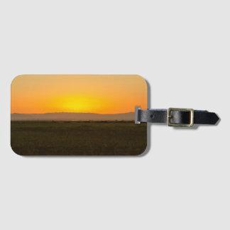 Étiquette À Bagage Coucher du soleil au-dessus des montagnes