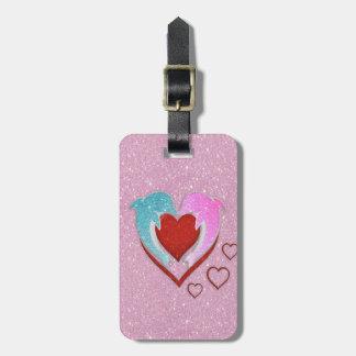 Étiquette À Bagage Dauphins bleus roses mignons tenant un coeur rouge