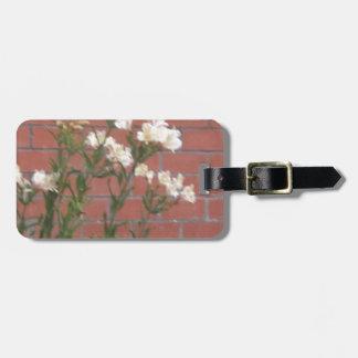 Étiquette À Bagage Fleurs sur la brique
