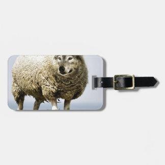 Étiquette À Bagage Loup dans l'habillement du mouton