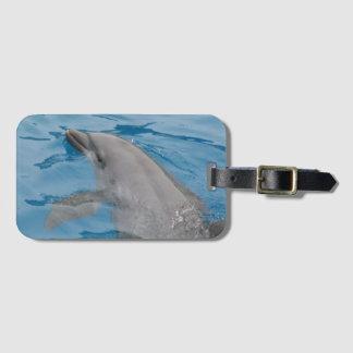 Étiquette À Bagage Natation de dauphin dans les eaux bleues profondes