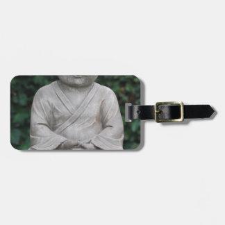 Étiquette À Bagage Petit statut de Bouddha dans le jardin