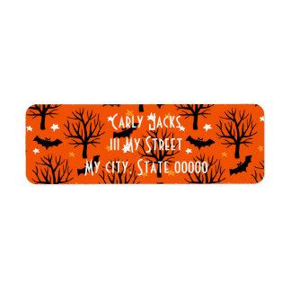 Étiquette Arbre éffrayant de Halloween avec des battes et
