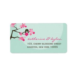Étiquette Inséparables roses de fleurs de cerisier épousant