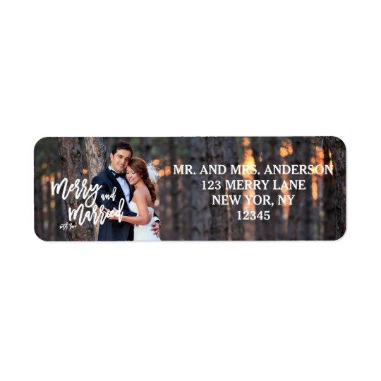 Étiquette Joyeuse et mariée photo de vacances du manuscrit  