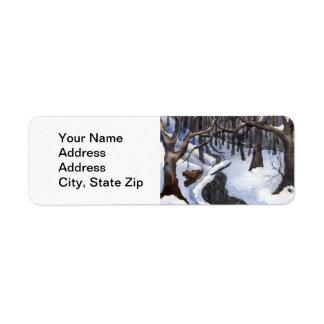 Étiquette La neige d'hiver a couvert des arbres d'obscurité