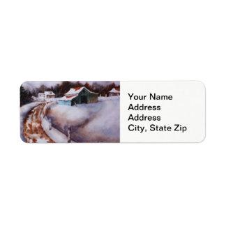 Étiquette La neige d'hiver a couvert la grange, paysage de