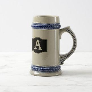 Étiquette noir décoré d'un monogramme chope à bière