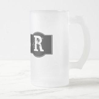 Étiquette noir décoré d'un monogramme frosted glass beer mug