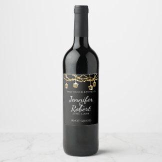 Étiquette Pour Bouteilles De Vin Lumières de lanterne d'or sur l'étiquette noir de