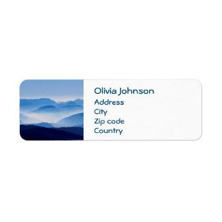 Étiquette Scène bleue de paysage de montagnes