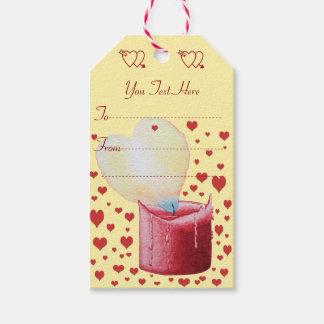 Étiquettes-cadeau bougie rouge de flamme en forme de coeur peignant