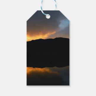Étiquettes-cadeau ciel dans le miroir