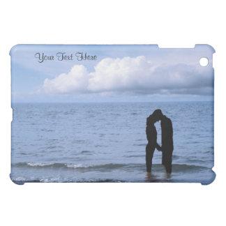 Étui iPad Mini Belle silhouette de mari et d'épouse à la plage