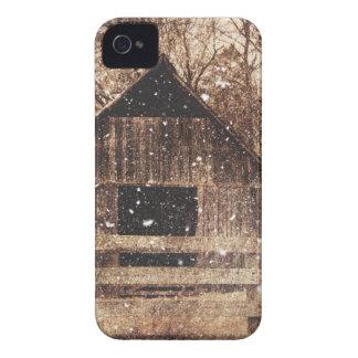 Étui iPhone 4 Grange rurale d'hiver de pays primitif de neige