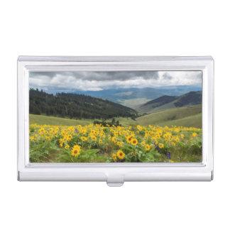Étui Pour Cartes De Visite Fleurs sauvages de ressort dans les collines