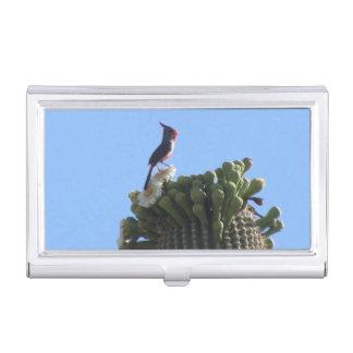 Étui Pour Cartes De Visite Pyrrhuloxia masculin sur des fleurs de cactus de