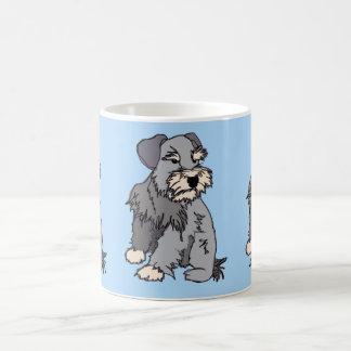 Faible tasse de bleu de Schnauzer miniature