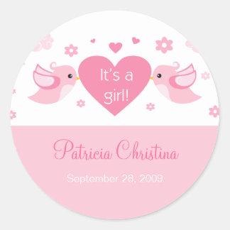 Faire-part de naissance rose de bébé sticker rond