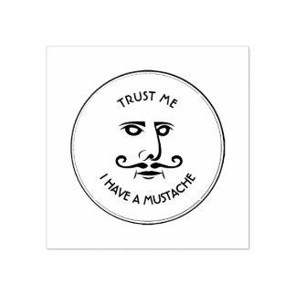 Faites- confiancemoi, j'ont une moustache