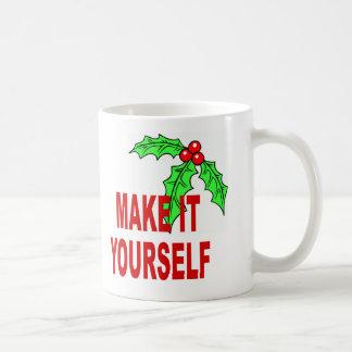 Faites-lui vous-même le houx et les baies de Noël Mug