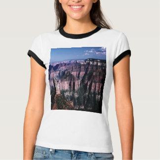 Falaise peinte impressionnante, sur un T-shirt