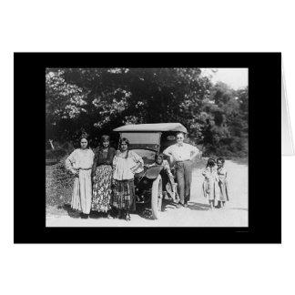 Famille gitane et une voiture 1925 carte