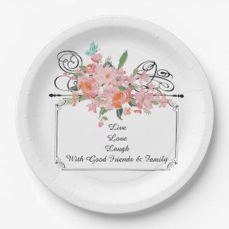 famille vivante de rire d'amour de fleur faite sur assiettes en papier