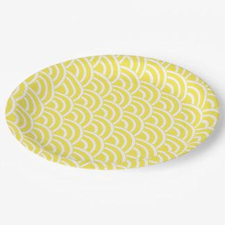 Fans jaunes et blanches assiettes en papier