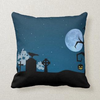 Fantômes de Halloween dans le cimetière - coussin
