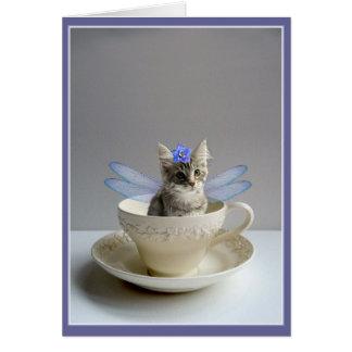 Fée mignonne de chat dans la carte de salutation