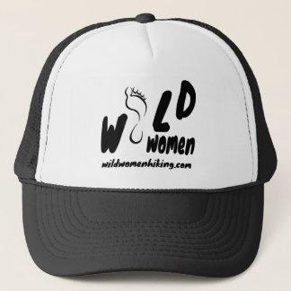 Femmes sauvages augmentant le casquette