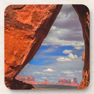 Fenêtre de roche à la vallée de monument, AZ Dessous-de-verre