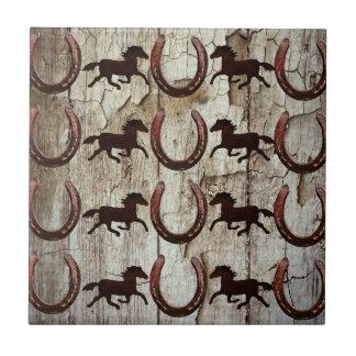 Fers à cheval de chevaux sur les cadeaux en bois petit carreau carré