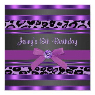 Fête d'anniversaire de filles pourpres de léopard carton d'invitation  13,33 cm