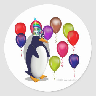 Fête d'anniversaire de pingouin sticker rond