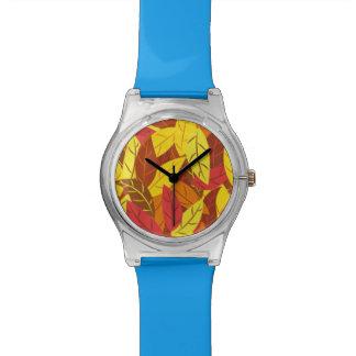 Feuille chaud coloré par motif d'automne montre