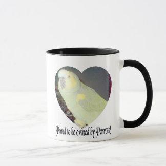 Fier d'être possédé par la tasse de perroquets