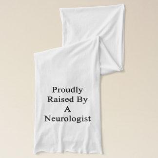 Fièrement augmenté par un neurologue écharpe