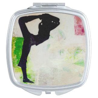 Fille de yoga de Natarajasana - miroir compact