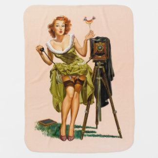 Fille vintage de pin-up d'appareil-photo couvertures pour bébé