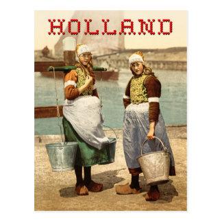Filles néerlandaises dans le costume et les cartes postales