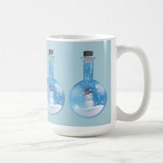 Flacon de snowglobe de bonhomme de neige mug
