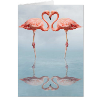 Flamants roses dans la carte de note d'amour