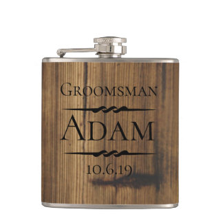 Flasques Groomsman en bois rustique personnalisé