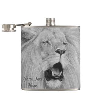 Flasques lion hurlant le bblack de faune de grand chat et