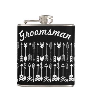 Flasques Noir de Groomsman avec le motif blanc de flèche